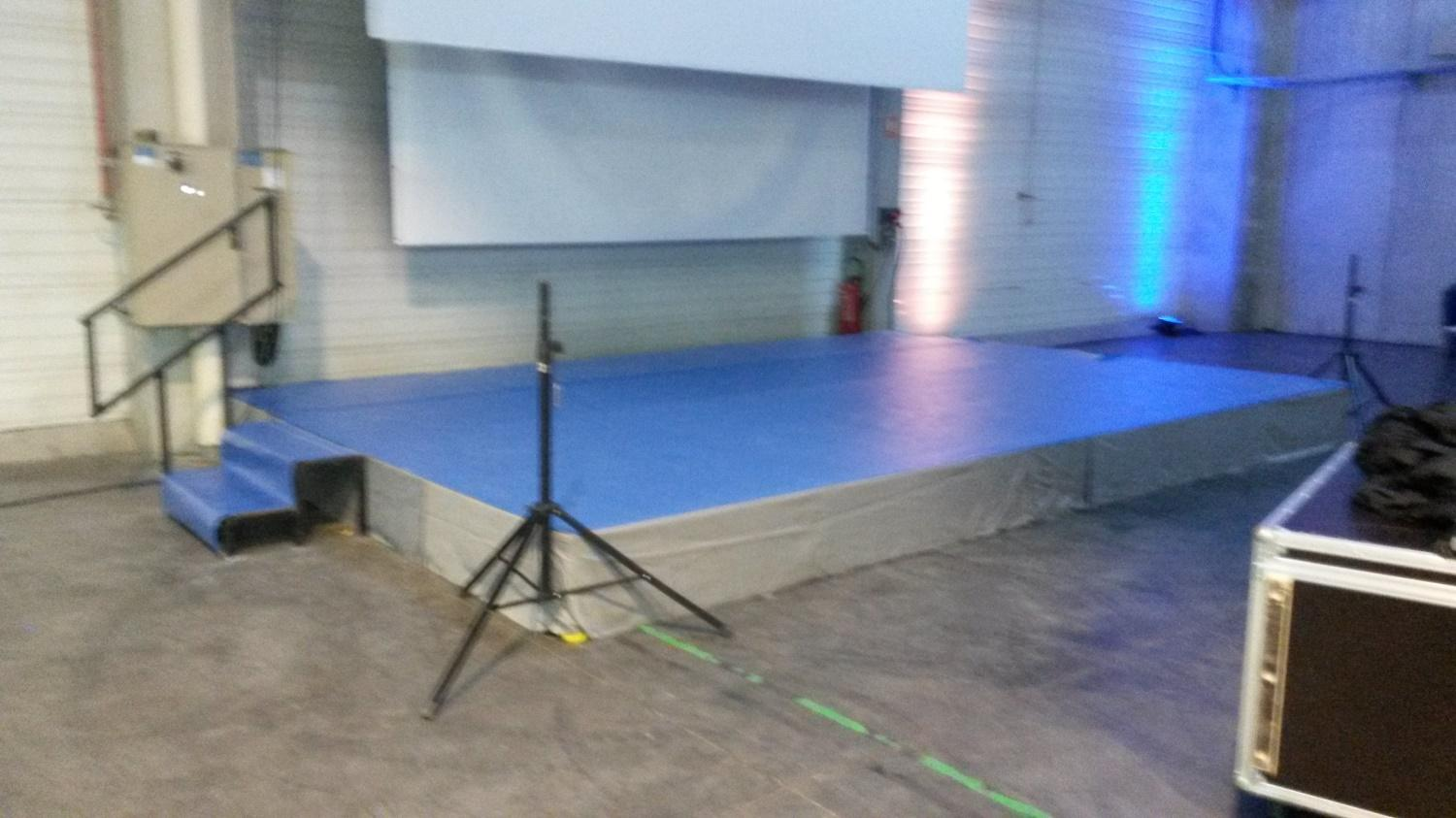 Location chaise mariage toulouse receptif with location - Location table et chaise montpellier ...